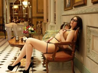 Poza sexy de profil a modelului LaimaFox, pentru un intens show webcam live !
