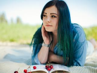 TheFlowerBomb - Live chat exciting with a shaved vagina 18+ teen woman