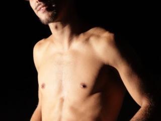 Poza sexy de profil a modelului Sexyhotsex, pentru un intens show webcam live !