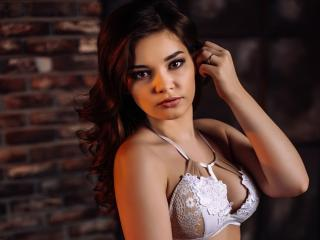 Photo de profil sexy du modèle RicaY, pour un live show webcam très hot !