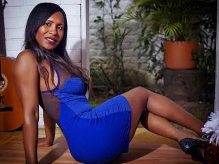 Poza sexy de profil a modelului HotZafiro, pentru un intens show webcam live !