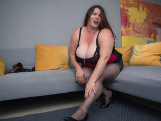HairySonia - online chat hot with this regular body Mature