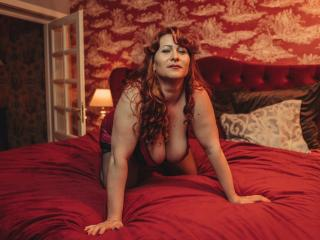 HairySonia - Webcam live hard with this so-so figure Lady over 35