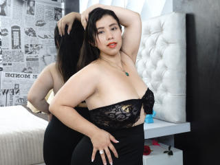Photo de profil sexy du modèle VioletaR, pour un live show webcam très hot !