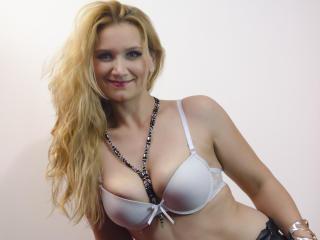 Фото секси-профайла модели BlondyWoman, веб-камера которой снимает очень горячие шоу в режиме реального времени!