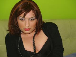 Photo de profil sexy du modèle EmilyHott, pour un live show webcam très hot !