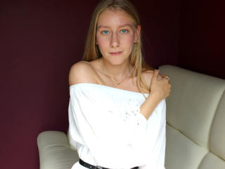 EllenRouny - Webcam live xXx with a lanky Nude girl
