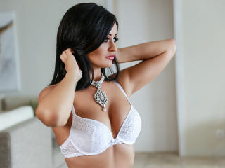 Photo de profil sexy du modèle HotMaya69, pour un live show webcam très hot !