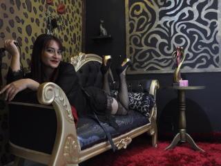Photo de profil sexy du modèle HotWiggleEva, pour un live show webcam très hot !