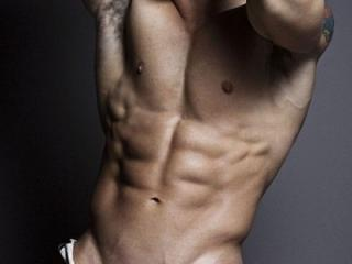 Poza sexy de profil a modelului HarryXAce, pentru un intens show webcam live !