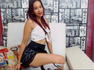 Photo de profil sexy du modèle EmelyGomez, pour un live show webcam très hot !