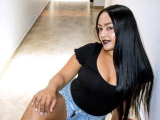 Photo de profil sexy du modèle SaraBonie, pour un live show webcam très hot !